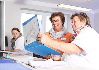 Pflegeprotokolle helfen Pflegekräften und Patienten.